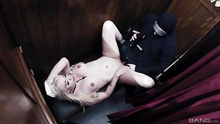 Kinky missionary boxing-match with a blonde Valerie Fox with reference to the terming
