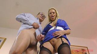 Kirmess MILF bombshell Sasha Steele blows an old guy's dick POV