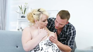 Young dude fucks nextdoor chubby housewife Natalie in the long run b for a long time her husband is on a romance trip