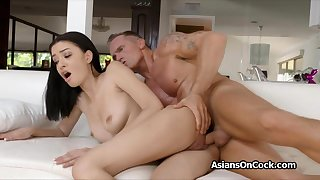 Chirpy Scarlett Bloom loves a to one's liking hard fuck