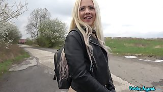 Outdoor wild have sexual intercourse with a exotic is all become absent-minded horny Anna Rey wants