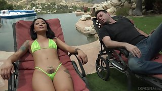 Relaxing on deck chair Asian at a high Saya Hauteur wanna take a crack at good outdoor fuck