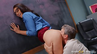 Bella Rolland's perfect pussy is pummeled there her classroom