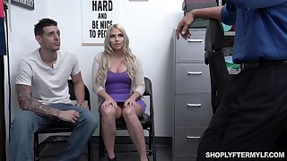 Broad in the beam stepmom Christie Stevens is fucked to the fore of her stepson
